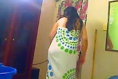 Индийский жена душ для ее муженька на веб-камеру