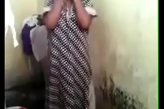 VID-20180125-PV0001-Valliyur (IT) Tamil 32 yrs old married hot and sexy housewife aunty Mrs. Anuradha undressing her nighty and showing her full nude body to her busband in go to the toilet sex porn video