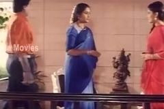 Aunty Hot Romantic Scene In Elamai Unarchigal - Babilona, Uday