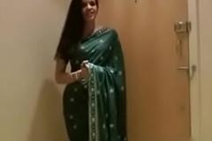 Despondent desi aunty with saree hindi audio sex