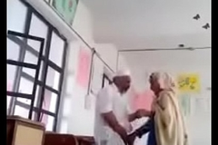 A 70 yrs pop sex with 30 yrs bold lady thither classroom.
