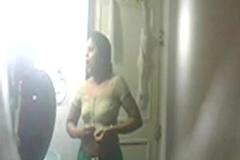 sheela aunty bathing hidden captured