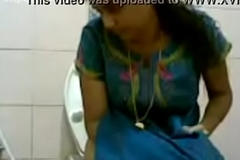 VID-20160514-PV0001-Pandharpur (IM) Hindi 34 yrs old beautiful, hot and XXX unmarried girl pissing in toilet sex porn video