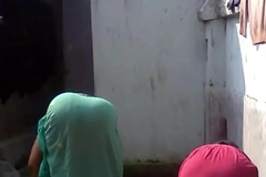 Bengali boudi Bathing, xnxxhomes.com