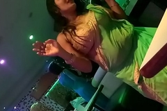 DESI LADY DANCE On touching MUMBAI DANCEBAR