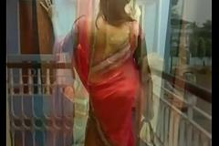 Hot bhabhi in saree blouse !