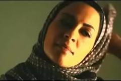 Muslim woman removes hijab to kiss white boyfriend