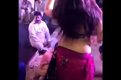 Bade boobs waali ladki ka dance