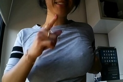 Italian Babe Shows Off Tits To Tipper